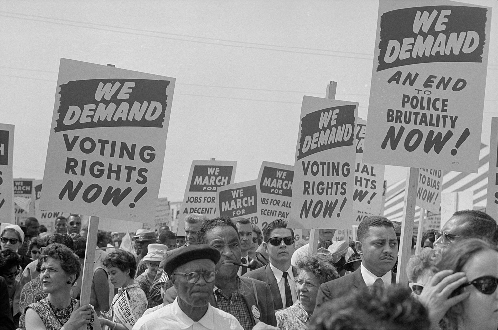 Marchers_with_signs_at_the_March_on_Washington_1963-1.jpg